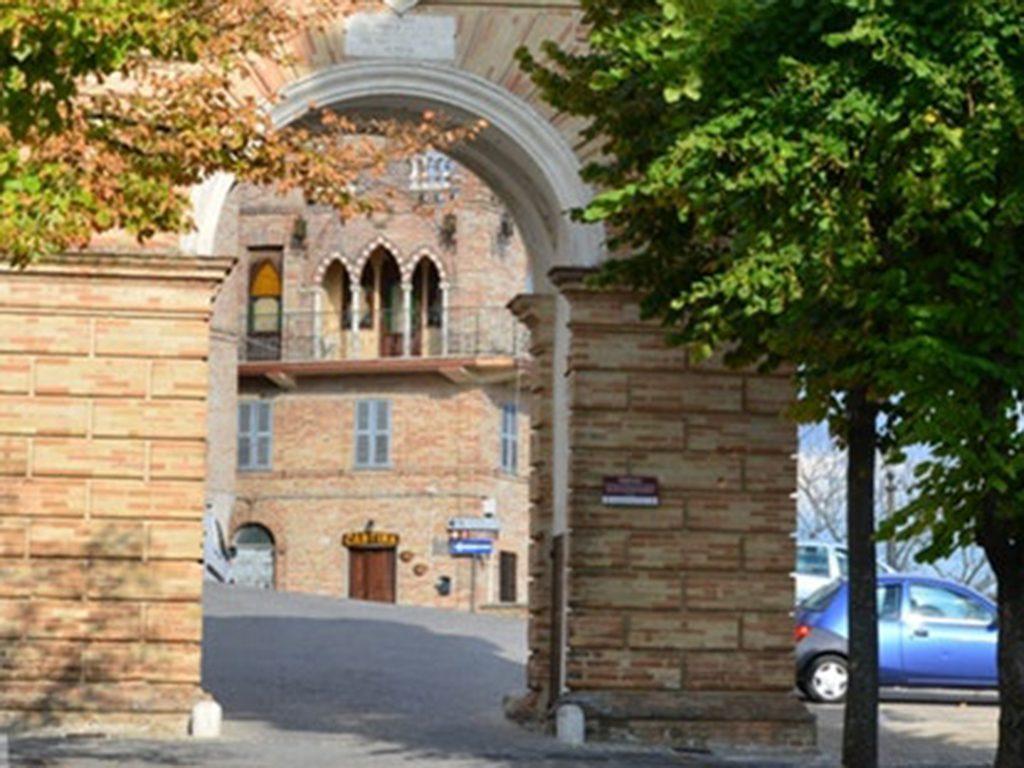 Arco di Porta Pia