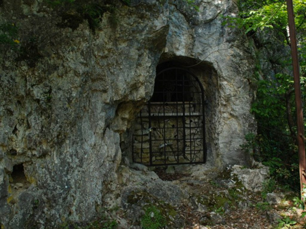 Grotta San Vittorio Pioraco
