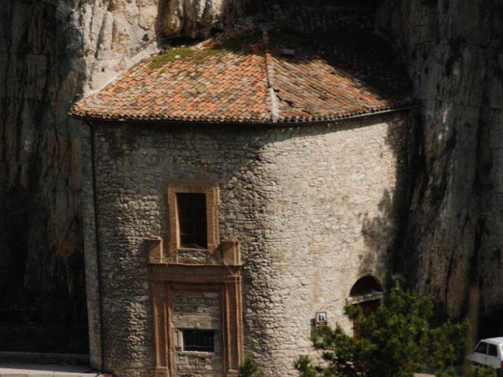 Madonna della grotta Pioraco