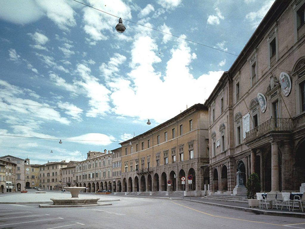 Piazza San Severino