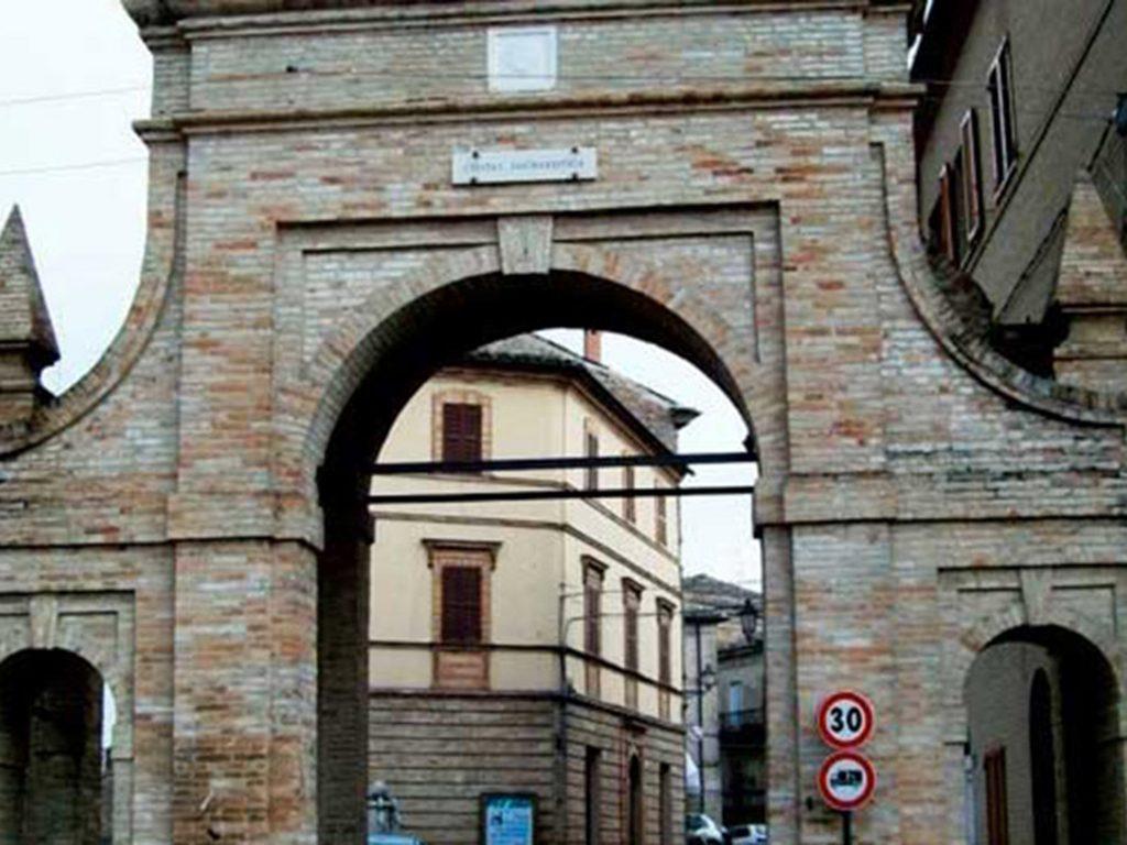 Porta Alvaro Morrovalle