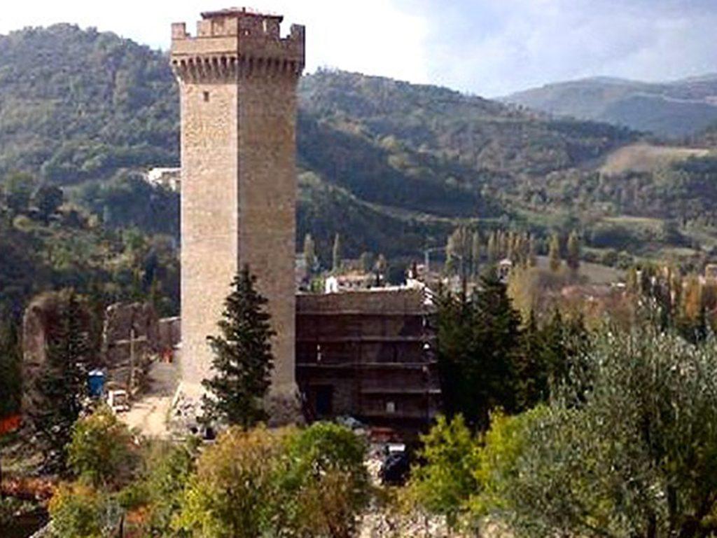 Torre orologio Gualdo